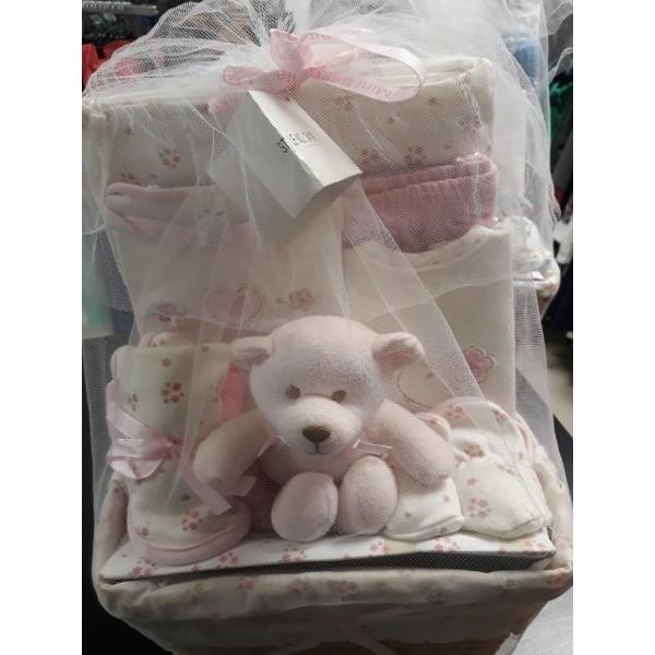 Подарочный набор для новорожденного в корзине